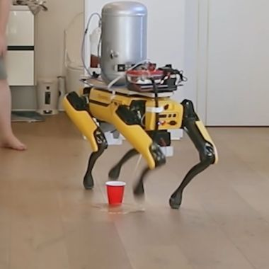 Boston Dynamics Perro Robot Orina Cerveza