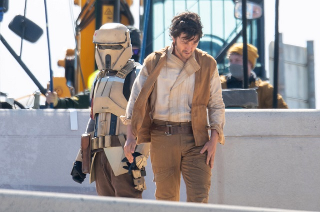 Diego Luna Cassian Andor Serie Star Wars Stormtrooper