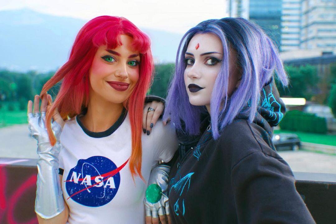 DC Comics: Ingenioso cosplay convierte en adolescentes de la actualidad a Starfire y Raven