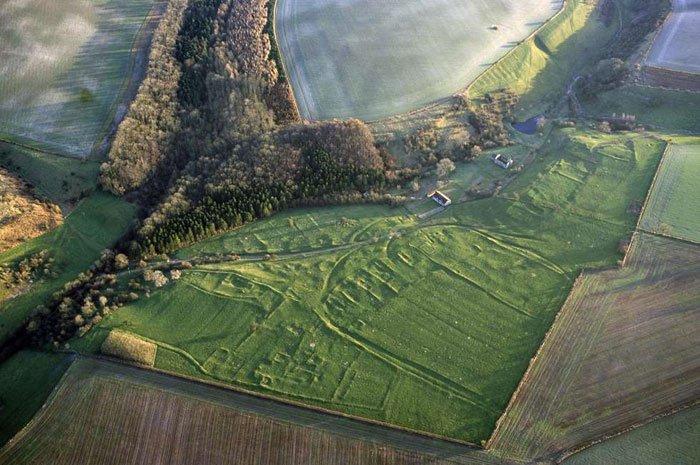 Vista aérea del pueblo medieval de Wharram Percy.