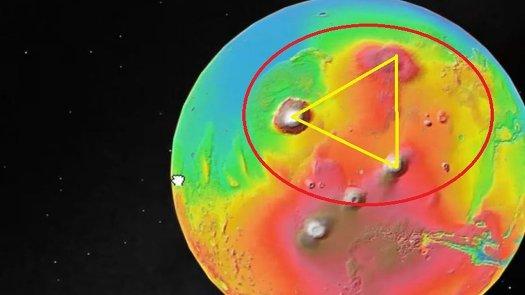 Un Triángulo perfecto en Marte: Monte Olympus y tres volcanes en extraña formación