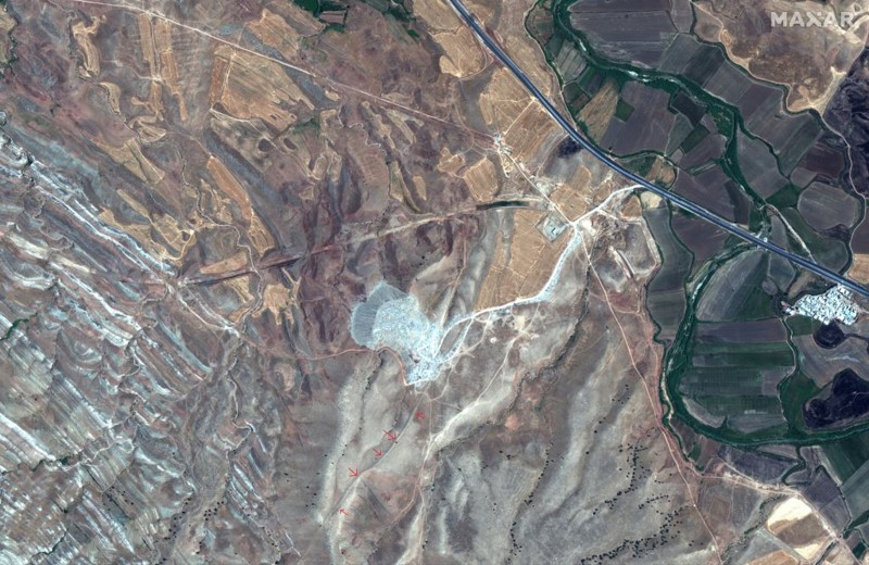 This satellite image was taken on July 31, 2019 by the WorldView-2 satellite. The red arrows show a surviving section of the Gawri Wall mysterious 100 km long wall in Iran