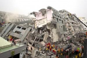 Al menos 7 muertos y más de 200 heridos a causa de un terremoto en Taiwán