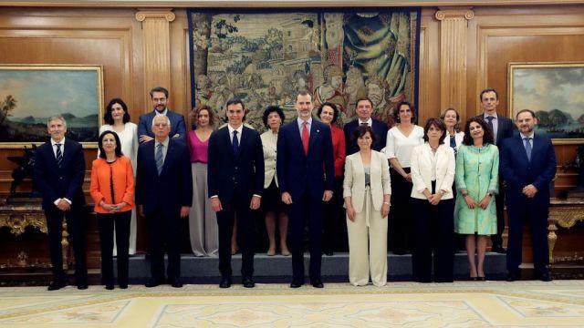 Pedro Sánchez muestra su gobierno: 11 mujeres 6 hombres