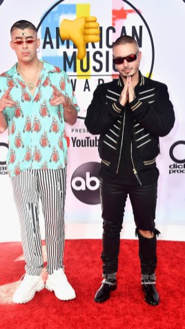 Bad Bunny y J Balvin: lucieron dos outfits de estilo urbano.