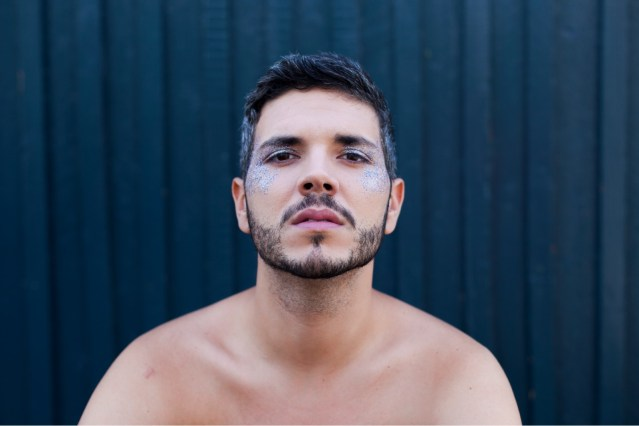 Entrevistamos a Rubén Serrano, periodista y activista LGTB