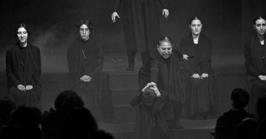 Interpretación de «La casa de Bernarda Alba» en el Teatro Victoria