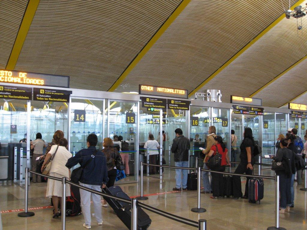 Control de pasaportes ene Madrid-Barajas