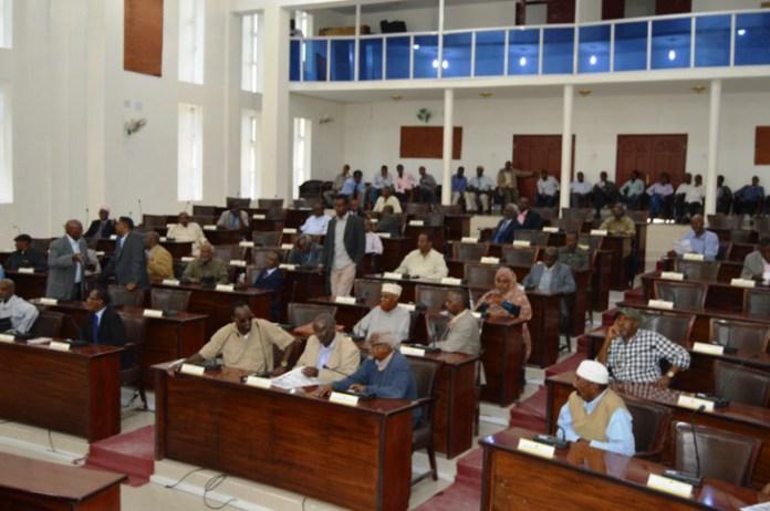 Somaliland: Golaha Wakiillada Oo Gows Adaygaya Bixinta Qaadhaankii Ay Sheegeen Inay Mushaharkooda Uga Goynayaan Abaaraha.