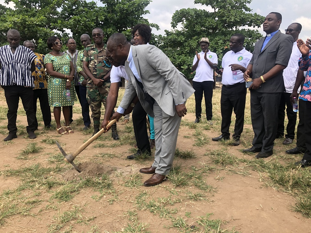 OLD STUDENTS OF OFFINSO COLLEGE OF EDUCATION CUT SOD FOR CONSTRUCTION OF A 100 SEATER VIP STAND.