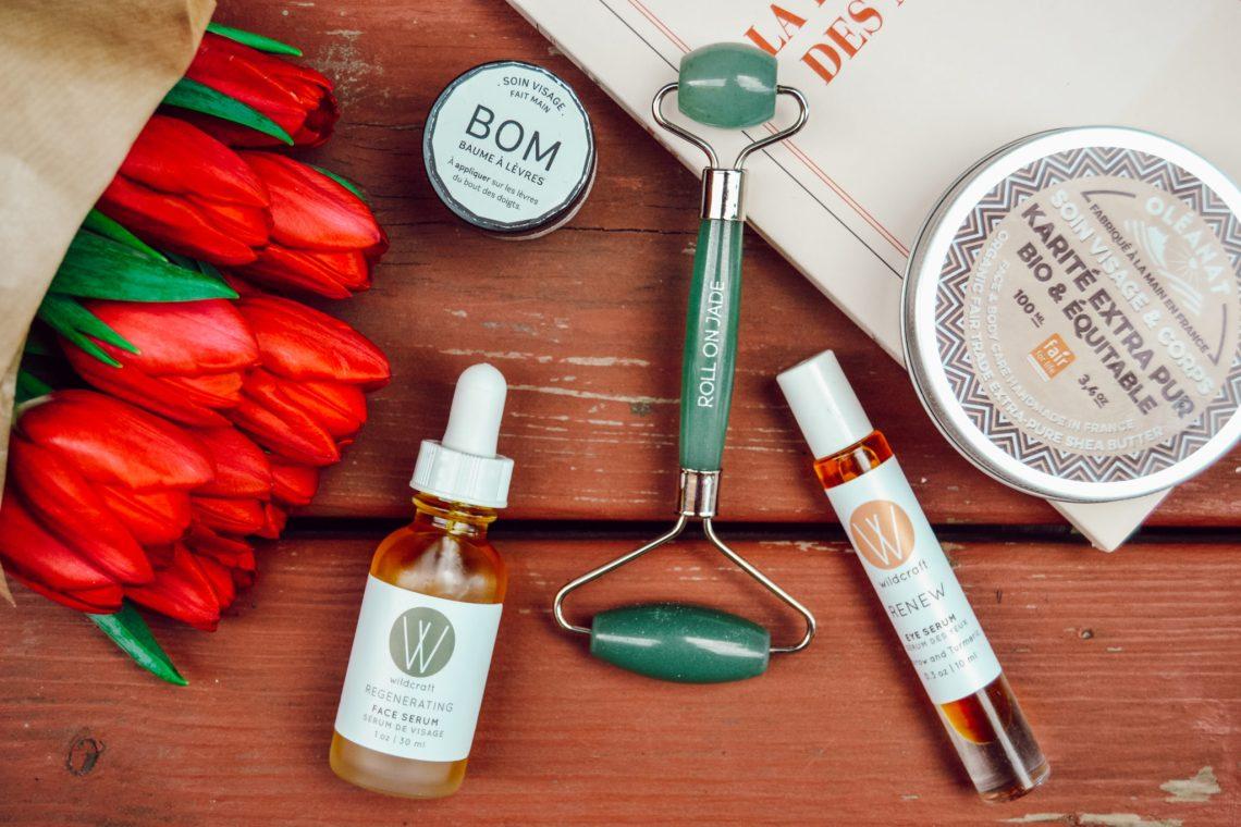 Une routine de beauté naturelle pour peau sèche dont le roll-on-jade