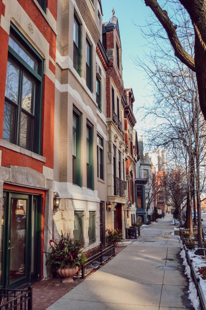 Les rues de Chicago avec les maisons aux couleurs et à l'architecture art déco