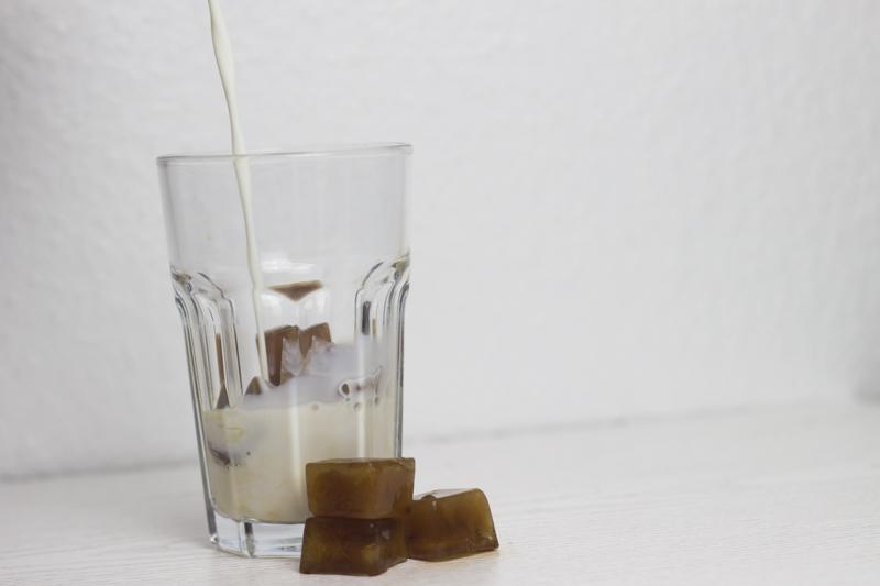 cool summer drinks - iced coffee - coeurdelisa
