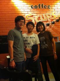 The ukulele wonder brothers with Mei Yee