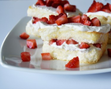 Angel Food Cakes with Strawberries