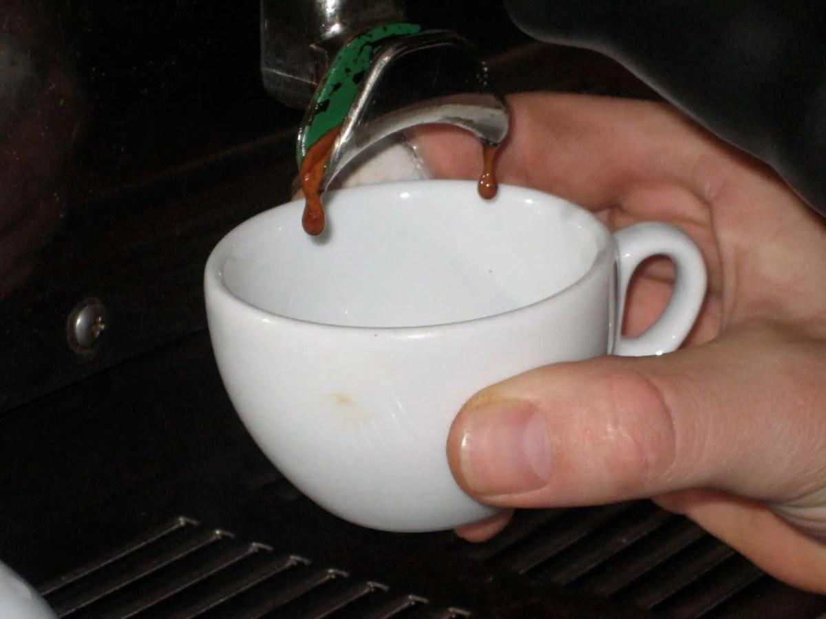 Dépannage: Pourquoi mon café coule goutte à goutte ?