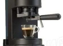 de l'eau autour de ma machine à café?