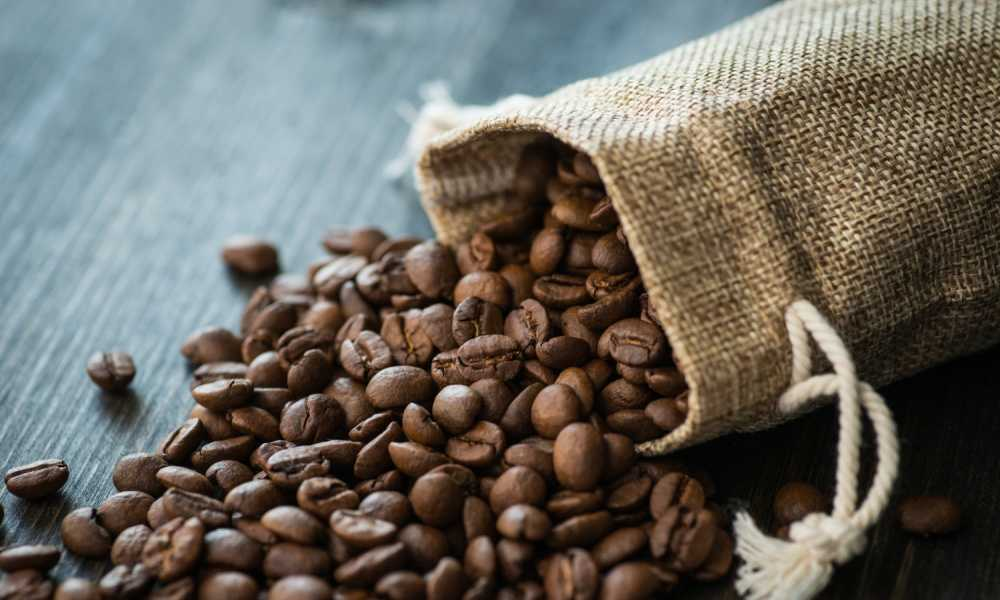 4 Easy Steps on How to Make Coffee From Beans Without a Machine