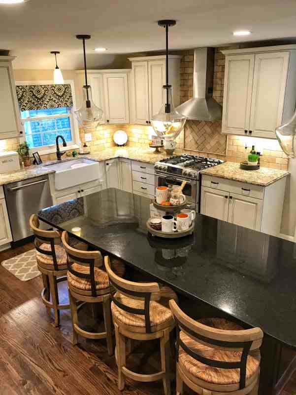 Modern Farmhouse Kitchen Decorate for Fall