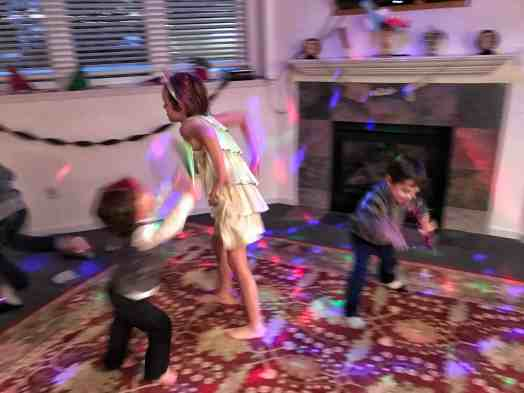 Family Friendly New Year's Eve Ideas for a home party #kids #activities #parties