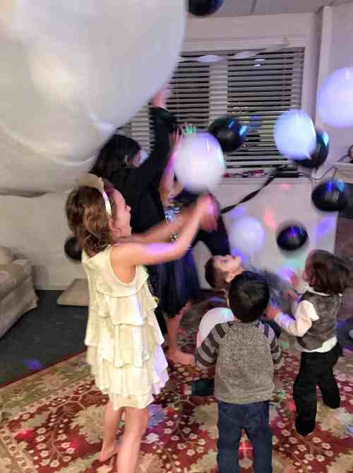 Family Friendly New Year's Ideas #kids #newyears #balloondrop