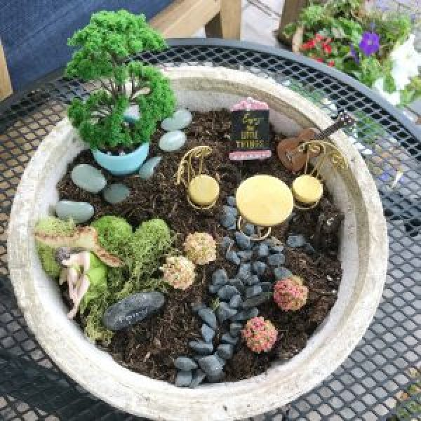 Easy Ideas for an Outdoor Fairy Garden #kids #simple #small