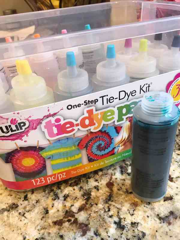 Host a Tie Dye Party with Kids #diy #crafts #summercraft