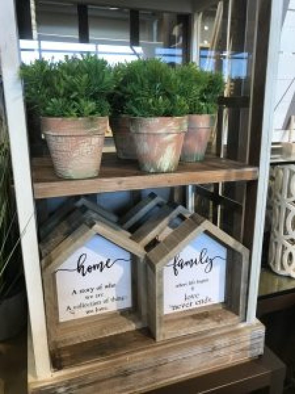 The best things to buy at Kirklands #farmhousefinds #fixerupper #farmousefavorites