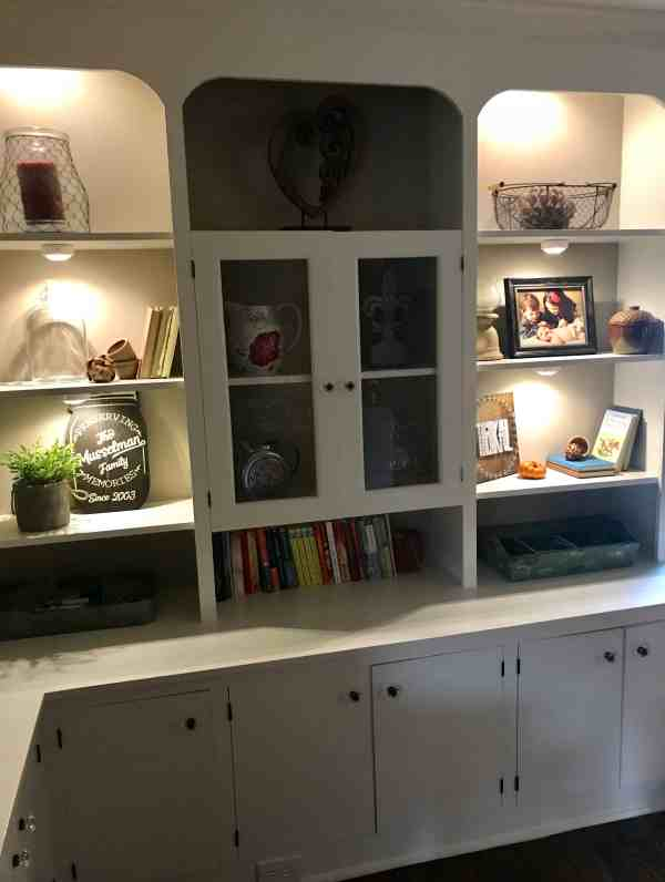 Farmhouse Shelves with Undermount Lighting #farmhousestyle #builtinbookcase #diydecor
