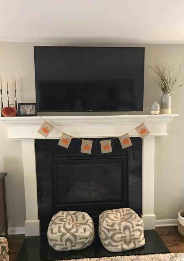 Fall Farmhouse Mantle #falldecor #modernfarmhouse #diydecor