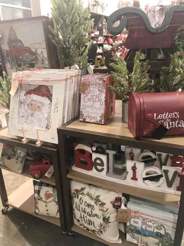Christmas Farmhouse Decor #kirklands #christmasdecor #farmhousestyle