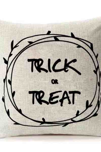 Farmhouse Halloween Decor #halloween #falldecor