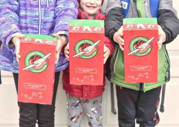 How to serve others at Christmas #kids #christmasgiving #actsofgiving