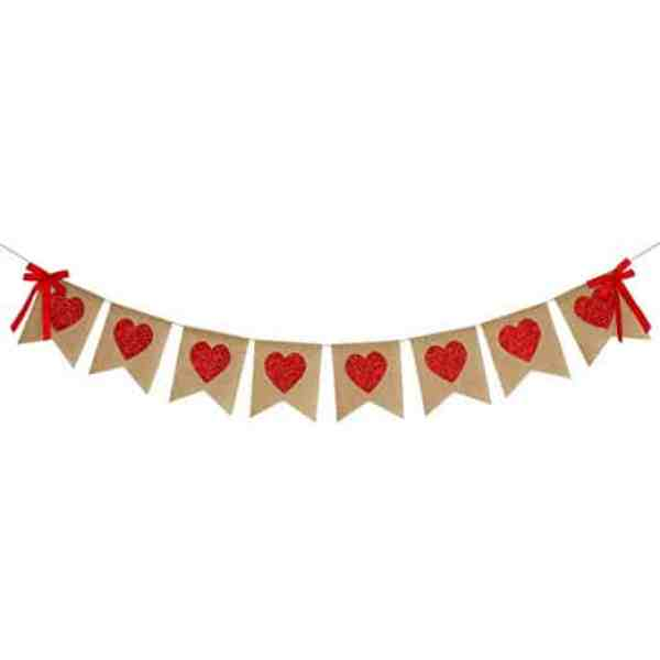 Display this heart banner on your mantle for Valentine's Day #valentinesdaydecor #diy #inexpensive