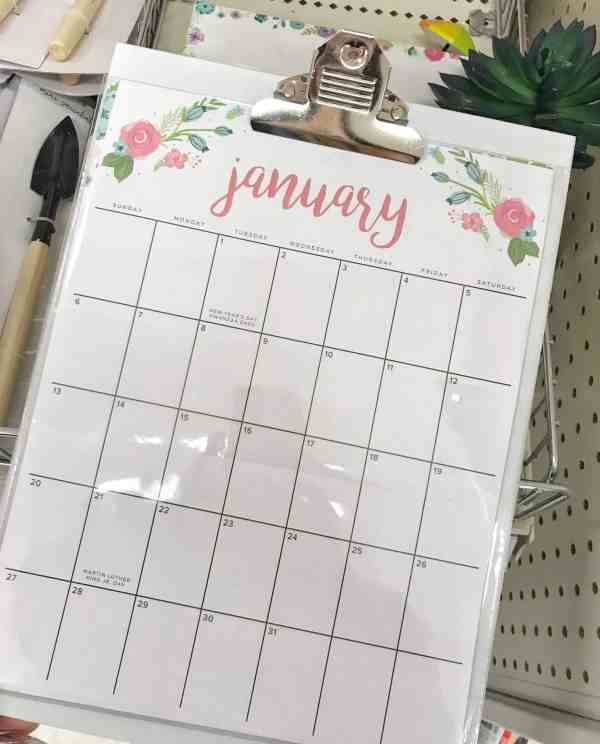 The $3 calendar you want to keep your family organized #familyorganization #printablecalendar #inexpensive