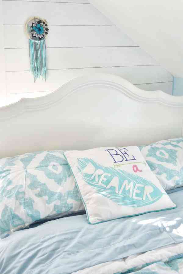 Tween girl bedroom bedding idea