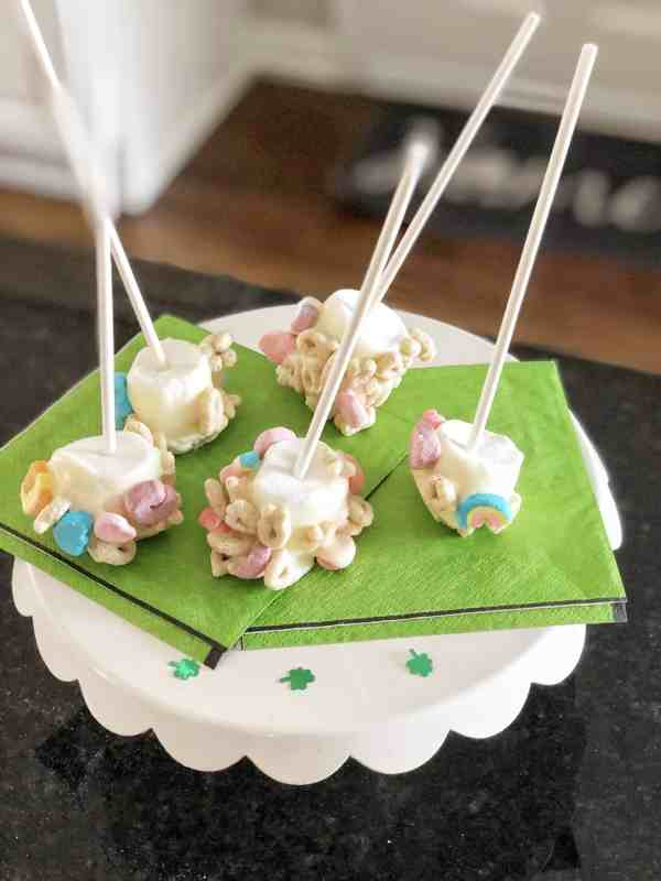 St. Patrick's Day Treats with Lucky Charms #desserts #kidfriendly #easy