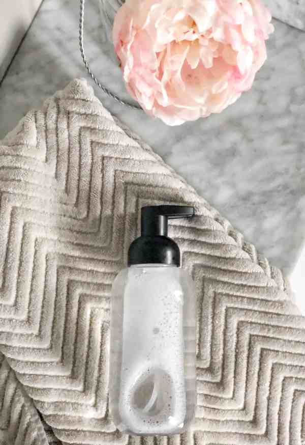 how to make your own hand soap #foaming #essentialoils #spring #natural #organic