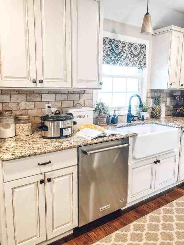 Farmhouse kitchen inspiration May 2019 #fixerupper #whitekitchen #farmhousesink