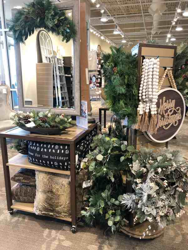 Green, Black and White Christmas decor #farmhouse #rustic #wood