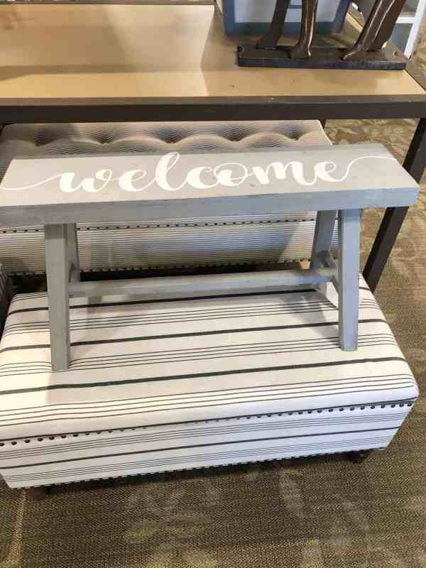 Small Welcome Bench #fixerupper #farmhouse #entryway