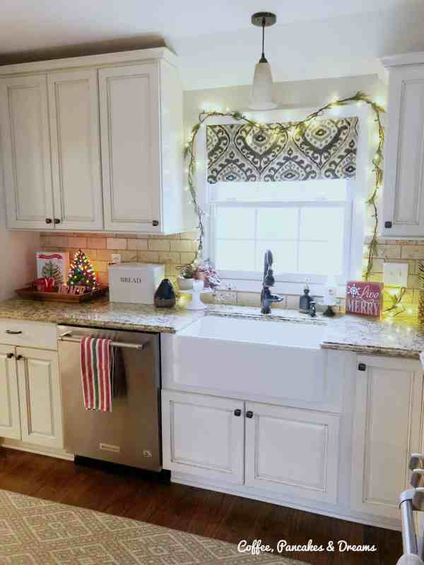 Farmhouse Christmas Decorations #kitchen #vintage #decor