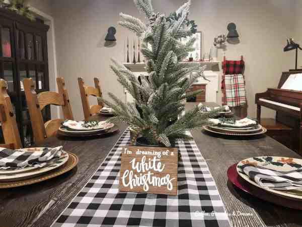 Buffalo Plaid Christmas Decor #farmhouse #diningroom