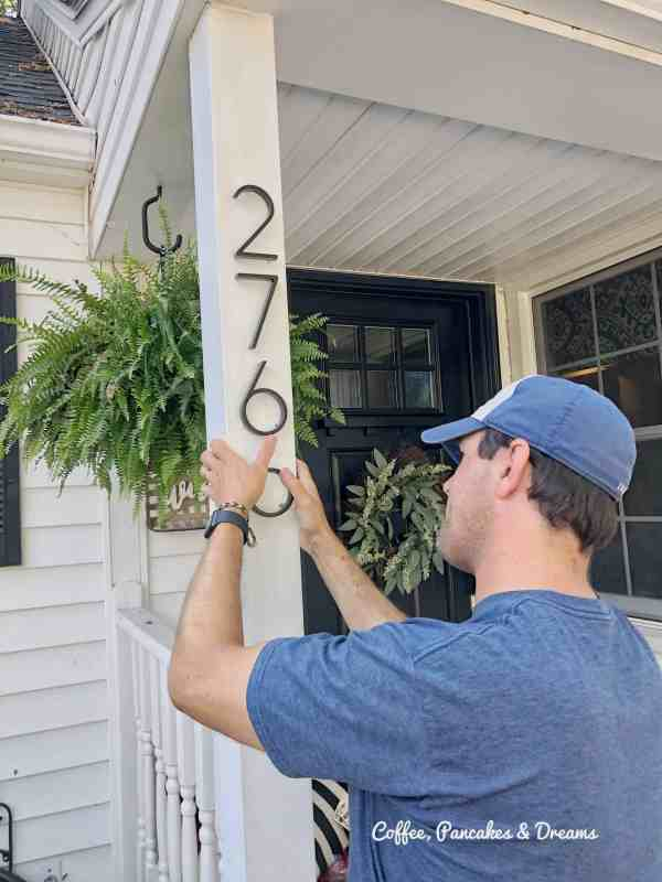 How to add curb appeal for under $20 #diyprojects #frontporch #frontdoor