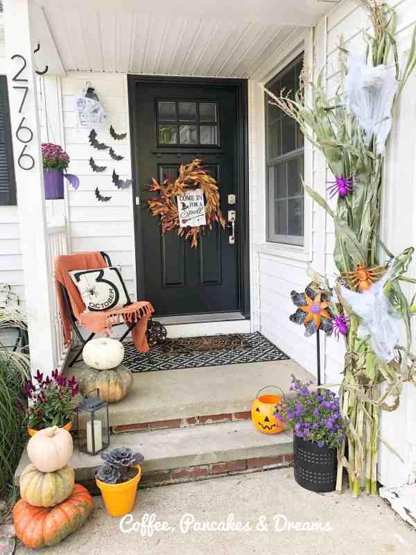 Cute Halloween Front Porch Decor Ideas #farmhouse #cozy #decorations