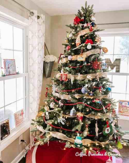 Traditional Christmas Tree decor ideas