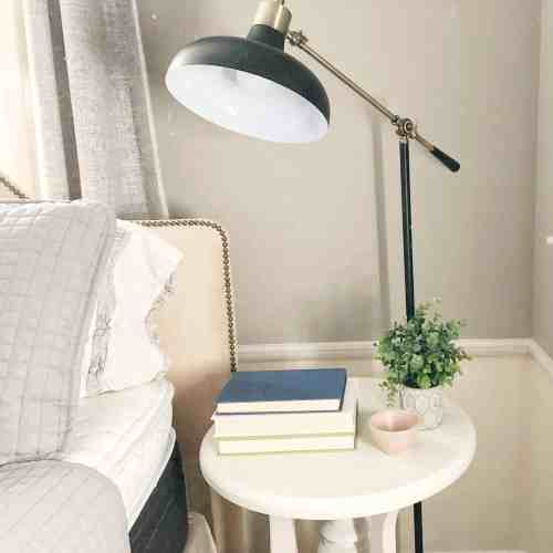 5 Tips for Creating a Cozy Bedroom #decor #farmhouse #neutral #nightstand