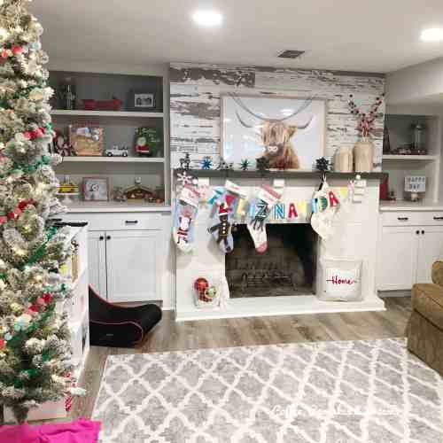 Christmas Kids Room Decor Ideas #playroom #holiday #merryandbright #colorful