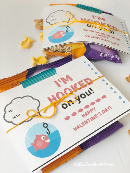 I'm Hooked on You Printable Valentine Cards #kids #free #pdf #snacks #goldfish