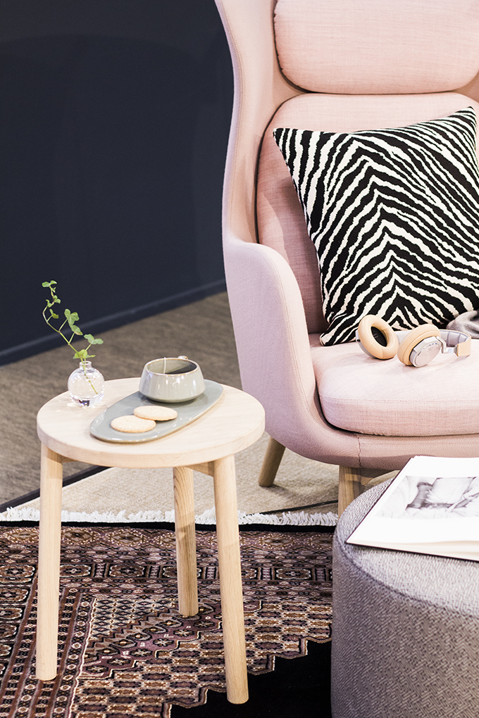 Fritz Hansen Ro-chair Jaime hayon, AJ floorlamp, Artek zebra, Beoplay headphones, Balmuir throw, Woodek Bo-jakkara, Ferm Living tea cup